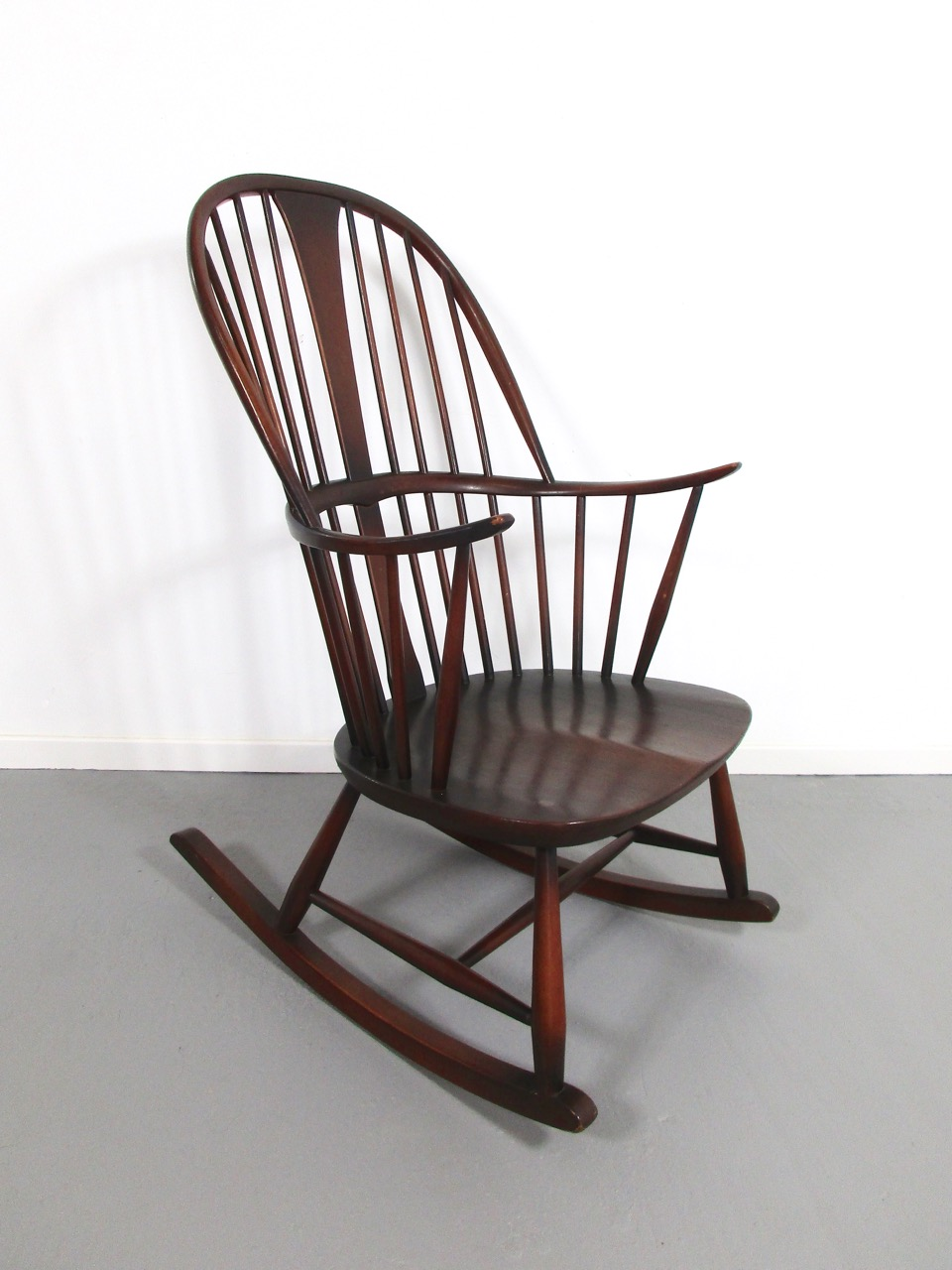 Schaukelstuhl rocking chair ercol england 2 retro salon for Rocking chair schaukelstuhl