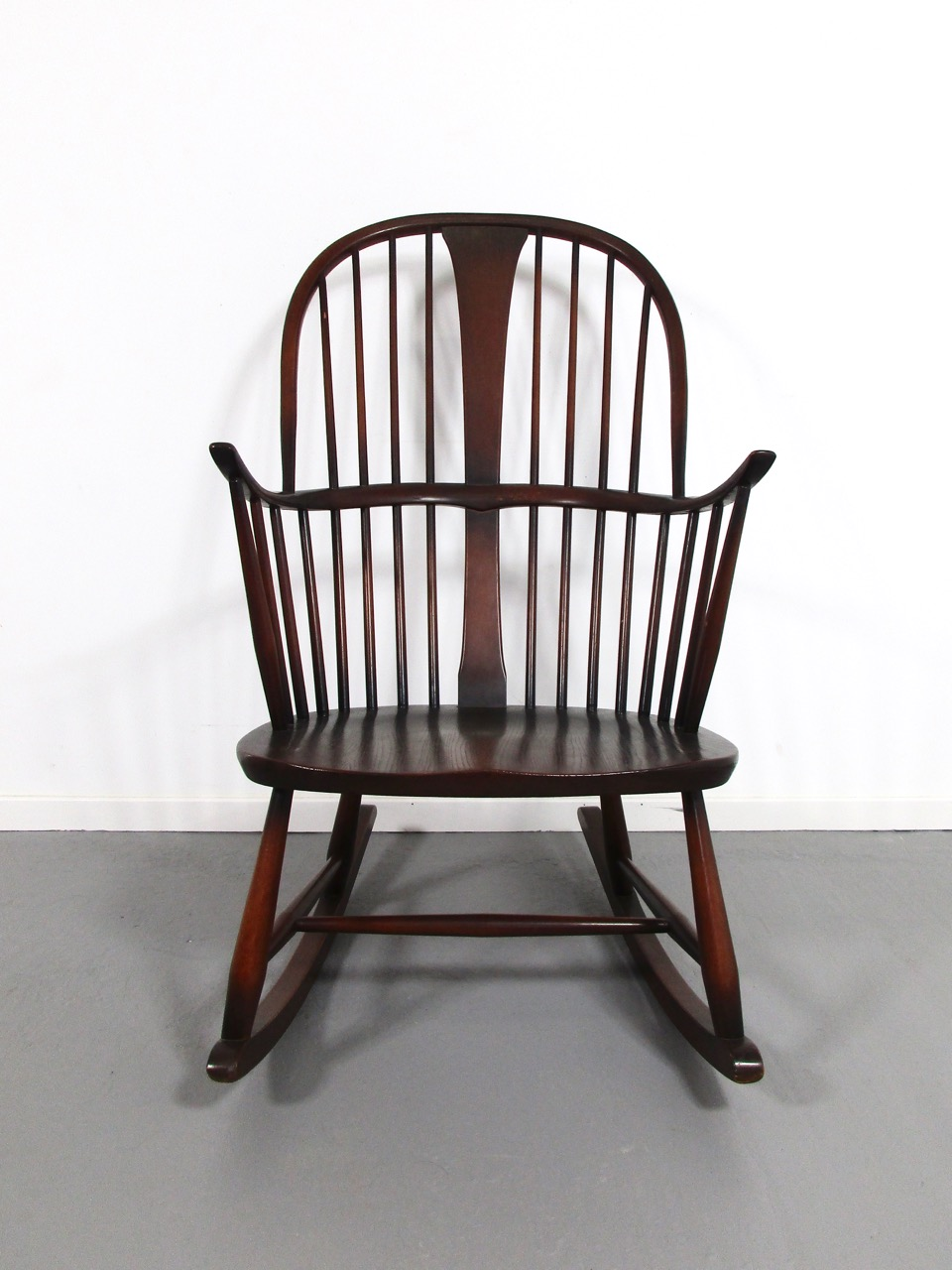 Schaukelstuhl rocking chair ercol england 4 retro salon for Rocking chair schaukelstuhl